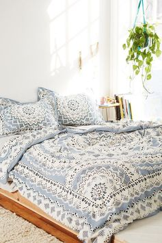 Love this bedding and hanging plant