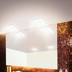 Plafonnier LED carré en plastique de coloris blanc. Il est extra plat et a été spécialement conçu pour être intégré dans des faux plafonds.Il est livré avec un transformateur extérieur, 3 m�...