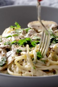 This Creamy Garlic Herb Mushroom Spaghetti is total comfort food! Simple ingredients, ready in about 30 minutes. Vegetarian. #pasta #sugarfree #vegetarian #healthy #dinner | pinchofyum.com