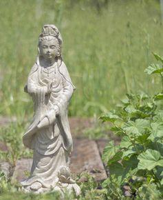 Garden Kuan Yin Statue, Stonewashed