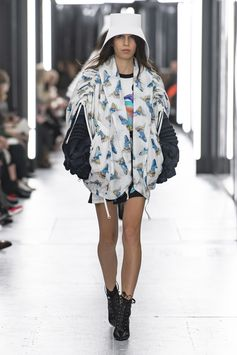Look from the Louis Vuitton Women's Spring-Summer 2019 Fashion Show, by Nicolas Ghesquière.