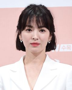 """With the spirit of grace and character, actress Hye Kyo Song gracefully wore earrings from the Joséphine Aigrette collection to the press conference for the Korean TV Drama titled """"Boy Friend""""."""