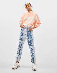 High waist tie-dye mom jeans | Bershka  #newin #trend #trendy #cool #fashion #outfit #ideas #inspiration #look #woman #mujer #new #in #bershka #bershkacollection #moda #tiedye #desteñido #tendencia #trend