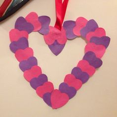 How to make an easy heart wreath  #ValentinesDIY