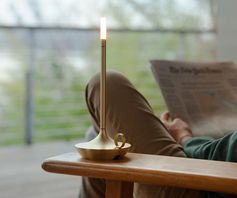 Wick, a modern portable lamp with a charge that lasts 100 hours.