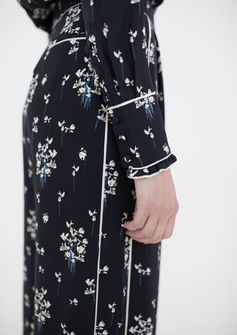 The first preview of the coming Erdem x H&M collection for men and women! The collection will be overflowing with special pieces  such as romantic floral printed dresses, lace blouses, tweed coats and the perfect hoodie! Launching November 2nd at selected stores and on hm.com. | ERDEMxHM
