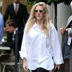 Ellie Goulding strolling around London with #TodsEyewear. #Tods #sunglasses #EllieGoulding
