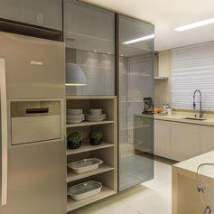 Tons claros na bela cozinha!  Amei! - Projeto Ponto 3 Arquitetura -  |Me acompanhe também no @pontodecor e @maisdecor_ -…