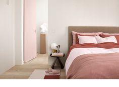 Commencez la nouvelle année avec un style minimaliste et des couleurs douces et naturelles. H&M Home Chambre à coucher