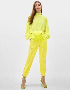 High neck cropped sweater | Bershka  #newin #trend #trendy #cool #fashion #outfit #ideas #inspiration #look #woman #mujer #new #in #bershka #bershkacollection #moda #neon #fluor #tendencia #trend