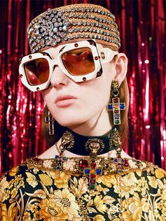 Spotted in the Gucci Gift 2018 campaign shot by Petra Collins, new oversize sunglasses embellished with large crystals.