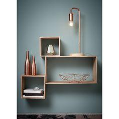 De kopertrend brengt warmte in jouw slaapkamer. Tafellamp Daphne (35€) zorgt voor nét dat beetje extra sfeer door de koperkleur met hout te combineren.