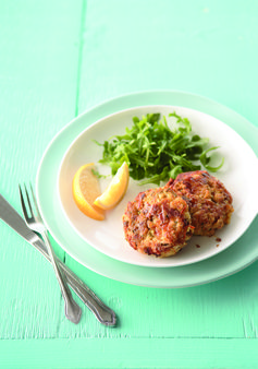 Tuna Cakes – Forget everything you know about tuna cakes. Simple, cheesy and held together with hearty stuffing, these'll win over even those determined not to like seafood. #PinThatTwist