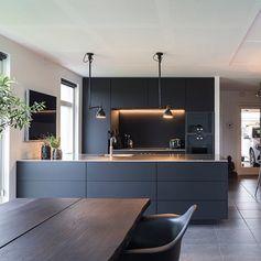 Un exemple de cuisine bleu nuit.. juste pour vous donner une idée