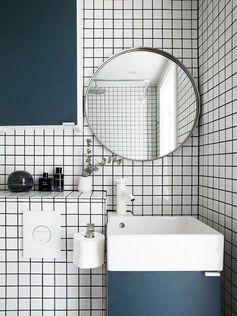 Salle de bain graphique et colorée