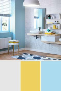 Le bleu est et restera la couleur privilégiée pour la salle de bains. Les teintes de bleu sont une invitation à la relaxation. Associé au blanc et au bois, le bleu offre un côté apaisant que vous pouvez dynamiser avec une pointe de couleur tel que du jaune.