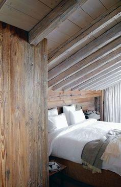 Une chambre toute de bois vêtue