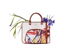 Express your creativity and don´t be afraid of showing it Discover this Desigual women´s handbag.