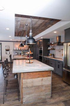 cuisine moderne qui associe la deco industrielle aux accents rustiques comme les planches en bois récup