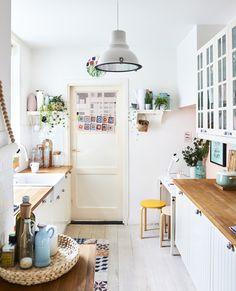 Du Hast Eine ältere Küche Im Traditionellen Stil Zu Hause? Die Lässt Sich  Wunderbar Mit Modernen Accessoires Und Möbeln Kombinieren, Wie Mit Einer ...