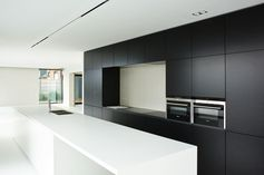 KACHET ARCHITECTS |Keuken |Kitchen |Zwart |Wit |Corian |Belgianarchitecture |Architecture