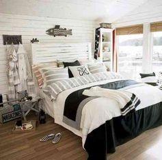 Une chambre à coucher avec une décoration stylisée