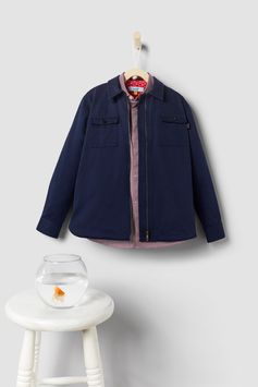 Part shirt, part jacket, SARAN brings a whole host of versatility to little wardrobes. Made from cotton, it comes with a smart collar, zip fastening and two buttoned chest pockets.