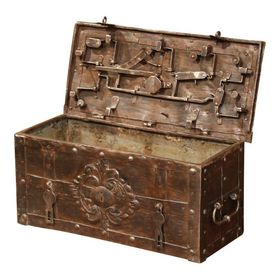 17th Century German Polished Wrought Iron Corsair Nuremberg Safe Trunks And Chests Decorative Medallion Wrought Iron