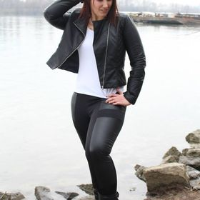 Adrienn Komár