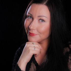 Author Heidi Roth