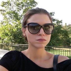 Christina Manoli