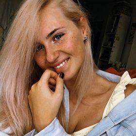 Adriana Apele