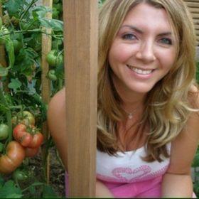 Julia Dimakos | Gardening Girl