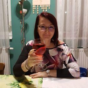 Mária Velikovszki-Csinos