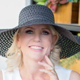 Angela Giles | Online Courses| Marketing| Bullet Journal & DIY|