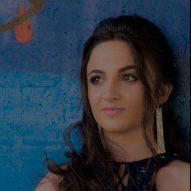 Andrea De Freitas.
