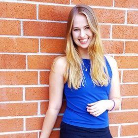Dani @ Dani Dearest | College Lifestyle Blogger - Empowering Millennials