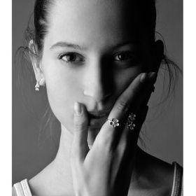 Dominika Buzamanisz