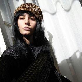 Laura Tache