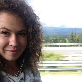 Lesana Virágová