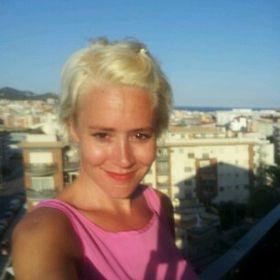Emma Mackey (emmamackey75) on Pinterest