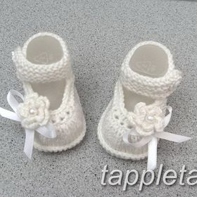 Hand Knitted Baby Bootie Crème 0-6 mois