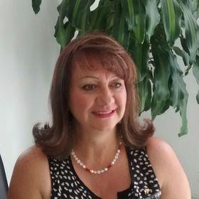Lizz Cadena