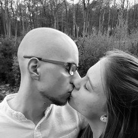 Polyamoryrummet gift och dating Lindsay United Nigeria dejtingsajt