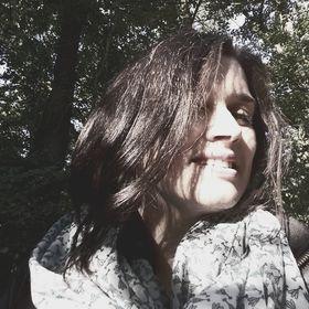 Anna Dar