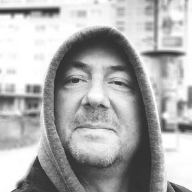 Stefan Schwingenschloegl