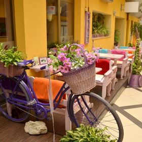 Lavender Caffe & Bar