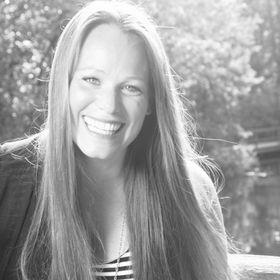 Maggie M. Rowe, Digital Marketing Strategist + Copywriter