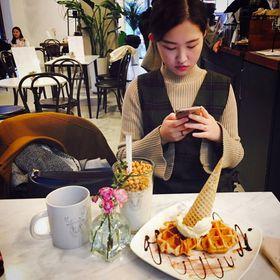 Hye Na Lee