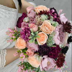 Ada-Flori din Hartie